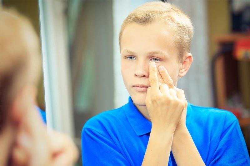 fcc29369c76c8 Sin duda, los niños son buenos candidatos para la adaptación de lentes de  contacto ya que les ayudan a lograr una buena agudeza visual y a desempeñar  mejor ...